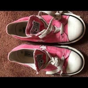 Little girls pink 'one star' converse